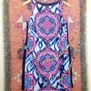 《Vince Camuto》Psychedelic Shift Dress